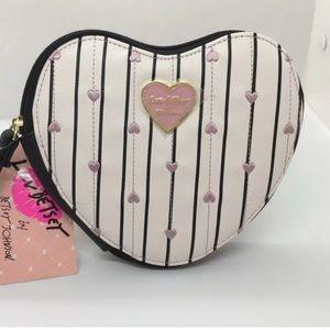 🌿 NWT Betsey Johnson • Wristlet Heart Bag